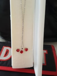 white and red floral pendant necklace Los Angeles, 91335