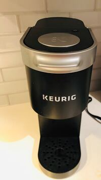 LIKE NEW MINI KEURIG COFFEE MAKER - MACHINE A CAFE KEURIG Laval, H7P 1Z7