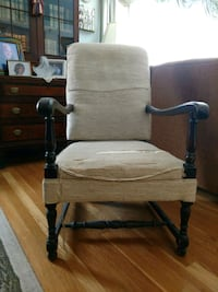 Sturdy Wood and upholstered chair Reading, 01867