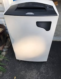 Fellowes shredder