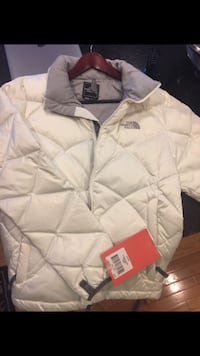 Brand new snow women's white North Face Aconcagua jacket, size Large Leesburg, 20175