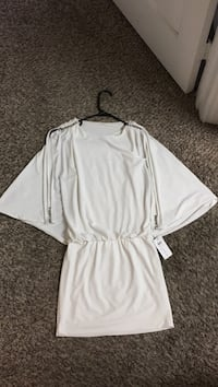 White and gray long-sleeved dress San Antonio, 78258
