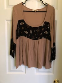 Brown and black scoop neck long sleeve shirt Richmond Hill, L4E 0S2