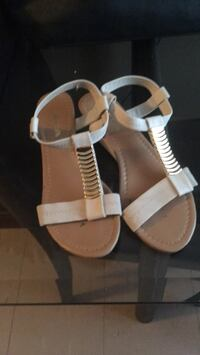 Pair of white leather open-toe sandals 1954 km