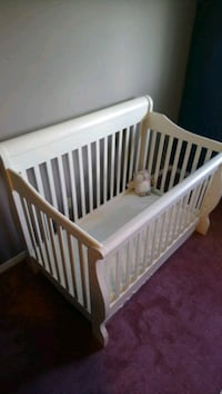 Crib with organic mattress.  London, N5Z 3W6