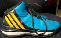 Souliers basketball Adidas shoes Montreal, H4L 3M8