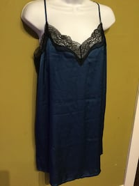 Brand new lined 1  night gown-$5 size  Toronto, M6R 1Z8