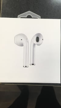 airpods bluetooth wireless ear buds Chicago, 60652