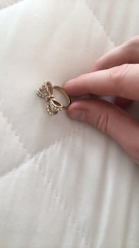 Ribbon gold ring size 4-4.5 Hoboken, 07030