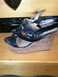 pair of black-and-gray wedge sandals Port Coquitlam, V3C 6E4