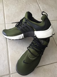 pair of green-and-black Nike sneakers Brossard, J4X 2Z1