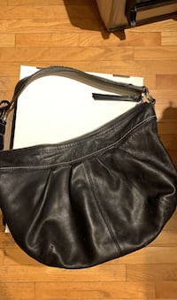 Coach leather purse Gatineau, J8T 5G1