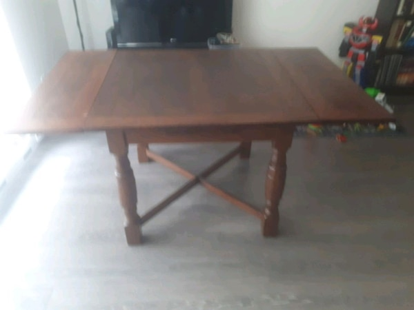 Antique 100% wooden dinner table  275bf811-809f-4dfd-99b6-5522b548f36e