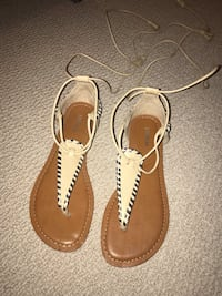 Brand new Express clearance brown and gold leather thong sandals in size 6 Brampton, L6V 2Z5