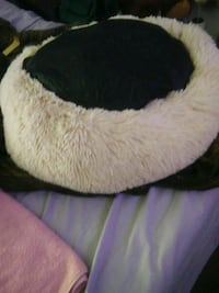 Sooting ,calming  pet bed, plush ,soft never used,  OBO