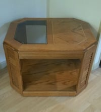 End table  New Cumberland, 17070
