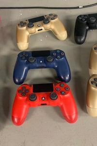 6 PS4 Controllers