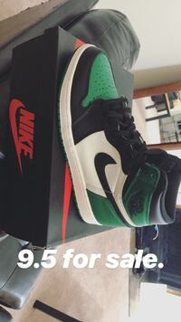 unpaired green and black Nike Air Max shoe New Orleans, 70131