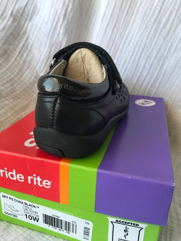 Girls shoes Stride rite (size10W) f6815665-3026-42ec-8489-411daef654ad