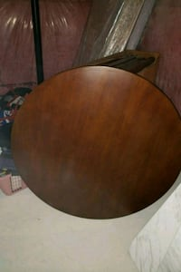 Round dining table with 4 chairs Georgina, L4P 4E5