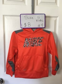 sweat shirt size in picture.
