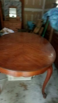 round brown wooden pedestal table Jericho, 11753