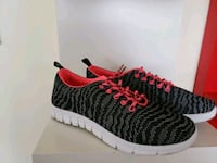 unpaired black and red running shoe Montréal, H1P 1V9