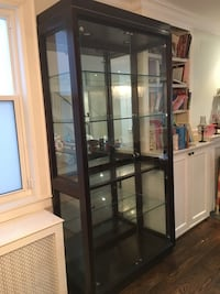 Henredon glass china cabinet Toronto, M5P 2J5