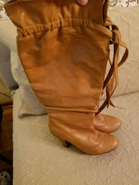 pair of brown leather boots Elmhurst, 60126