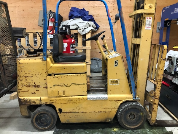 CAT 4000 lbs forklift