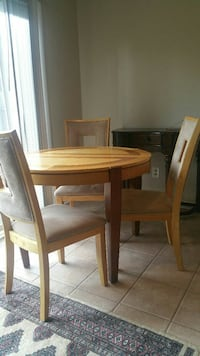 Solid wood table with 4 chairs  Virginia Beach, 23454