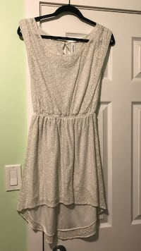 Women's white sleeveless dress size M