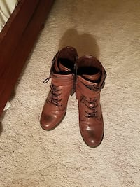 Women's size 9 lace up boot Chantilly, 20152
