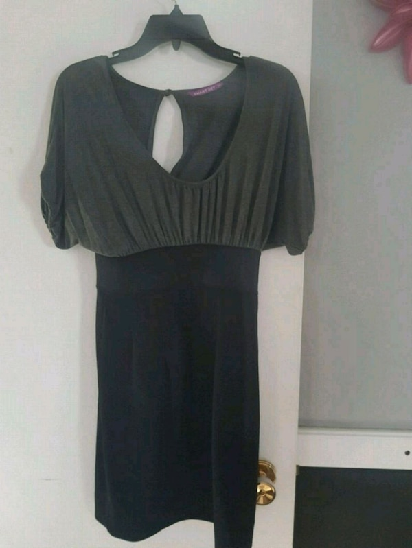 Dresses size small to medium  a7420acc-67bd-497c-a94b-f73536ec6d8d