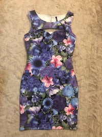 Beautiful flower dress - Size Small Toronto, M5R 2W7