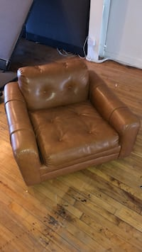 brown leather tufted sofa chair Toronto, M6J 2S1