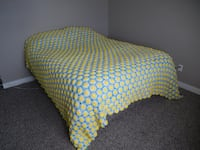 "*Vintage* Funky Daisy Flowered Bed Spread. Measures about 103"" x 97""  Morinville"