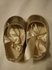 Girl's Gold Shoes Size 2 Great Condition! Las Vegas, 89103