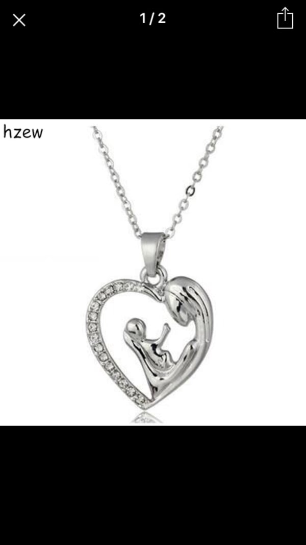 Mother daughter beautiful necklace 6472398a-c0c8-4496-9dd1-1fcfe095a8d1