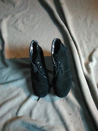 pair of black leather shoes Redding, 96002