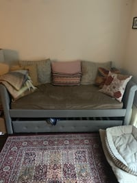 Like-New Twin Daybed