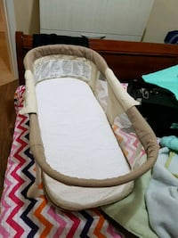 baby's white and brown bassinet Vaughan, L6A 4A4