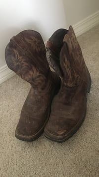 Men's size 11.5 boots  Brandon, 39047