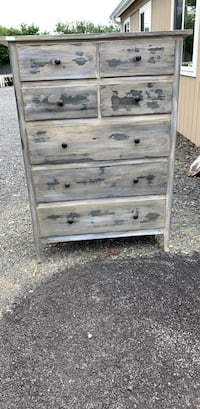 7 draw dresser, distressed, good condition. Must go today! Make me an offer Middletown, 10941