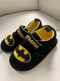 Batman Slippers (Toddler 7-8)