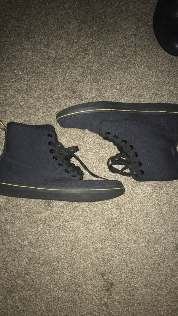 Size 7 dr martens like new