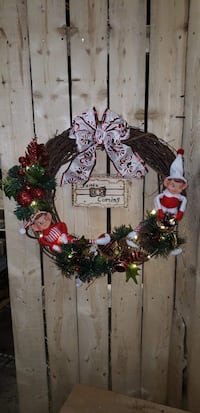 red and green floral wreath 507 mi