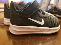 unpaired black and white Nike running shoe Clearlake, 95422