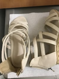 Pair of white leather open-toe heels size 7 Chandler, 85224