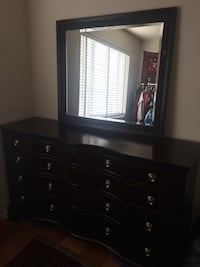 Bed and dresser set Arlington, 22209